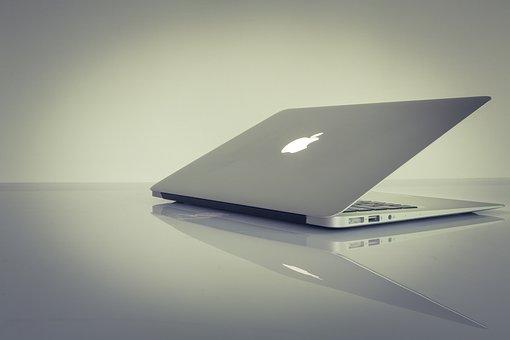 laptop 1742462  340 - デザイナーが使うパソコンの選択方法「MacかWindowsどっちが良いのか」