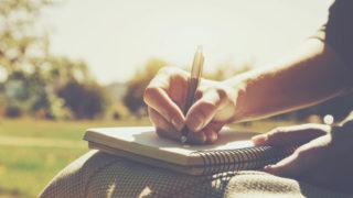 pen hand paper 320x180 - イラストを上達させるための模写と練習の方法