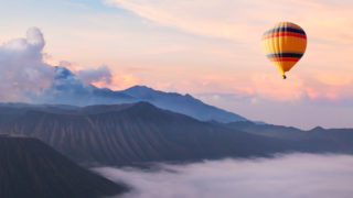 sky balloon 320x180 - イラストを用いたWebデザインの特徴・効果とその参考になるサイト