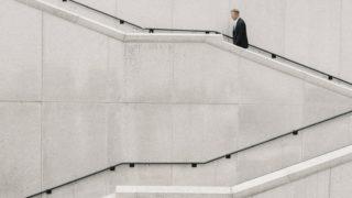 business man 320x180 - デザイナーの副業は個人的受注から始めるのが一番「その理由と始め方・特徴」
