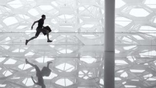 human run 320x180 - デザイナーとして就職する方法と働き方「就職活動の手順・雇用形態」