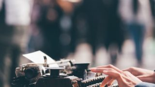 typewriter 320x180 - デザイナーが副業するならブログを作ろう。「集客と収益源の分散も可能」