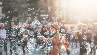 woman bubble 320x180 - デザインを仕事にする魅力・メリット「多様な働き方や可能性」