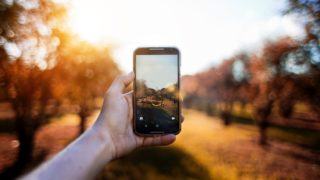 camera hand 3 320x180 - アプリ系の無料・安価な画像編集・加工ツールまとめ