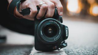 camera hand 320x180 - デザイン (インフォグラフィックス) 系無料画像編集・加工ツールまとめ