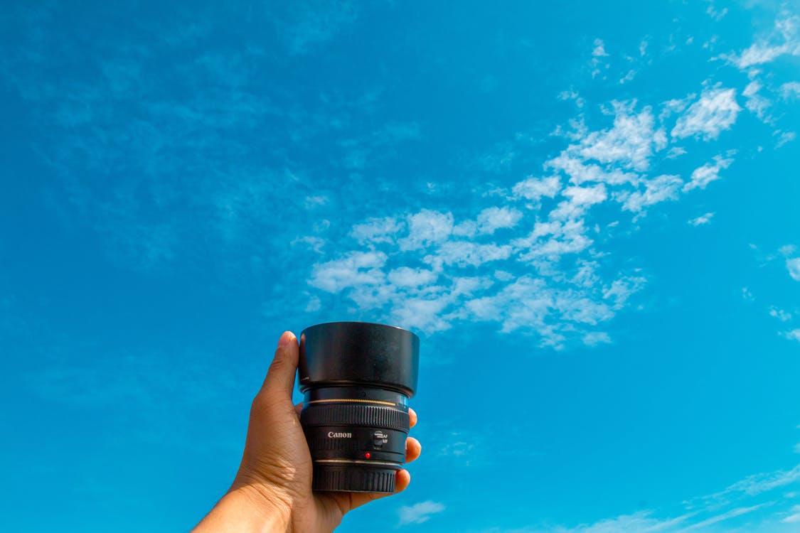 camera-hand-sky