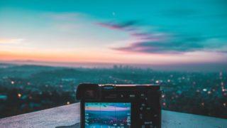 camera sky 320x180 - 普段使い可能な有名な無料画像編集・加工ツールまとめ