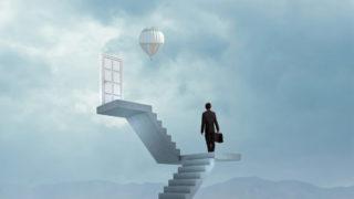 human door stairs 320x180 - 未経験でもデザイナーの面接に受かるコツ・具体的な方法