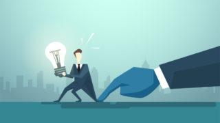 human light bulb hand 320x180 - 企業に採用されるポートフォリオの参考例「学生ポートフォリオを解説」