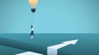 woman light bulb arrow 320x180 - マイナビクリエイターの評判・おすすめの人「未経験はダメ?」