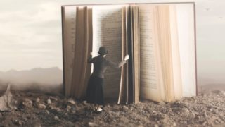 book human open 320x180 - 2021年タイポグラフィの勉強に役立つ書籍・本まとめ